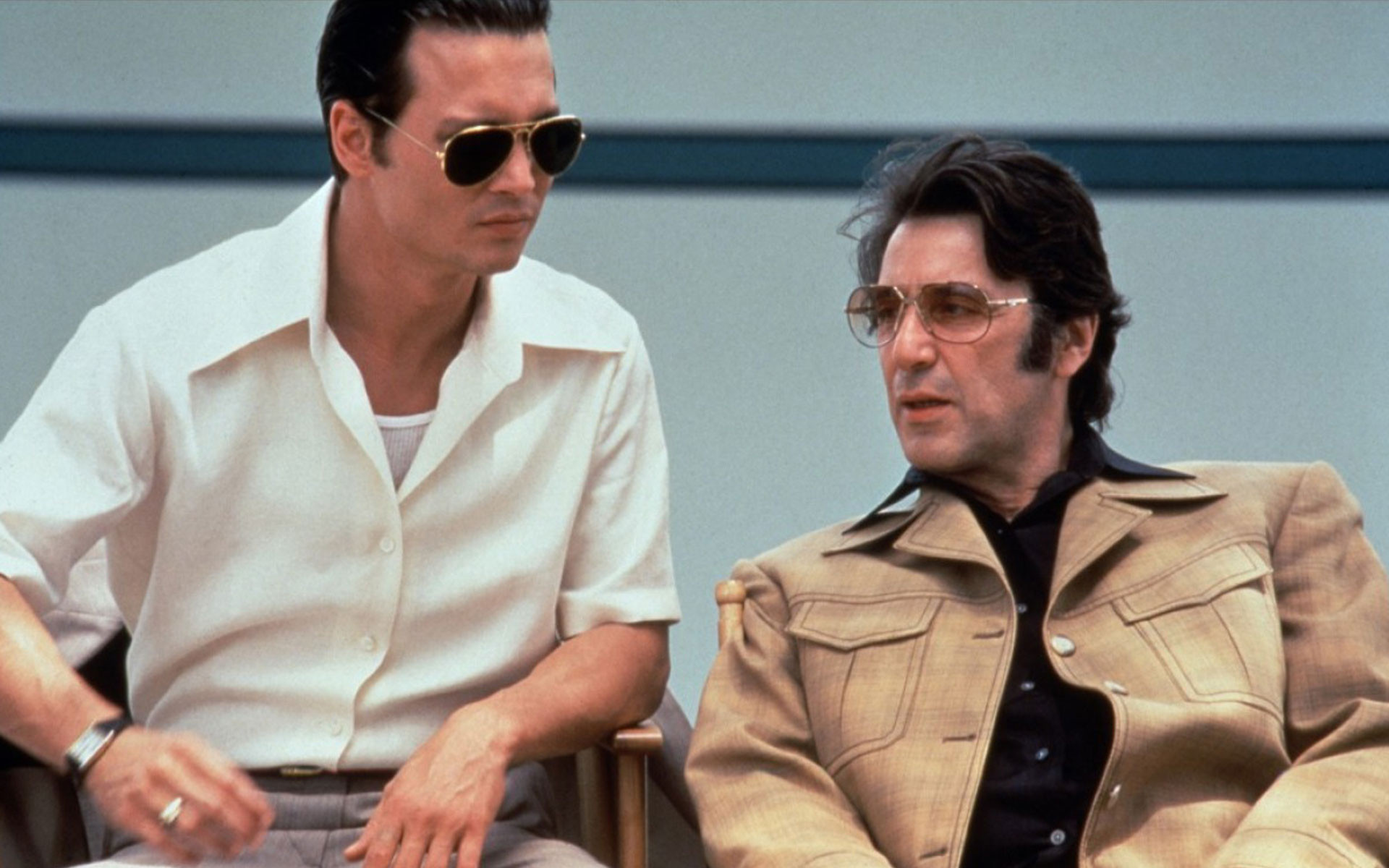 a review of donnie brasco a mobster movie by mike newell Donnie brasco, a sluggish sojourn amid the mafia's bottom-feeders, does a bang-up job of deglamorizing the mob, which, contrary to what civilians might think, ain't all spaghetti sauce, sinatra .