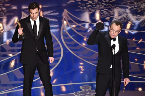 Film News - Oscars 2016 - Tom McCarthy and Josh Singer win Oscar with Spotlight for Best Adapted Screenplay