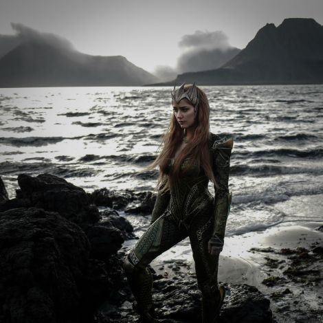 film-news-justice-league-first-look-at-amber-heard-as-mera