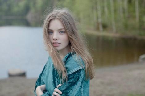 tv-news-let-the-right-one-in-kristine-froseth-cast-as-female-lead-in-tnt-pilot
