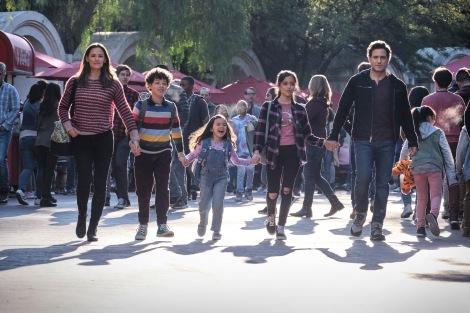 Film Review of Yes Day starring Jennifer Garner, Julian Lerner, Everly Carganilla, Jenna Ortega and Edgar Ramirez